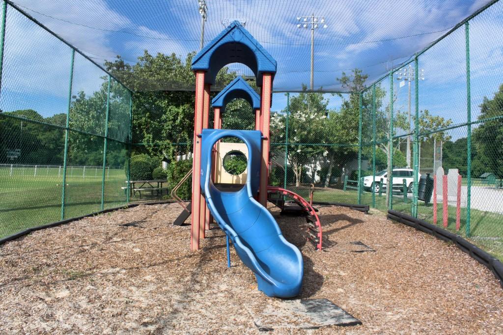 b playground wide