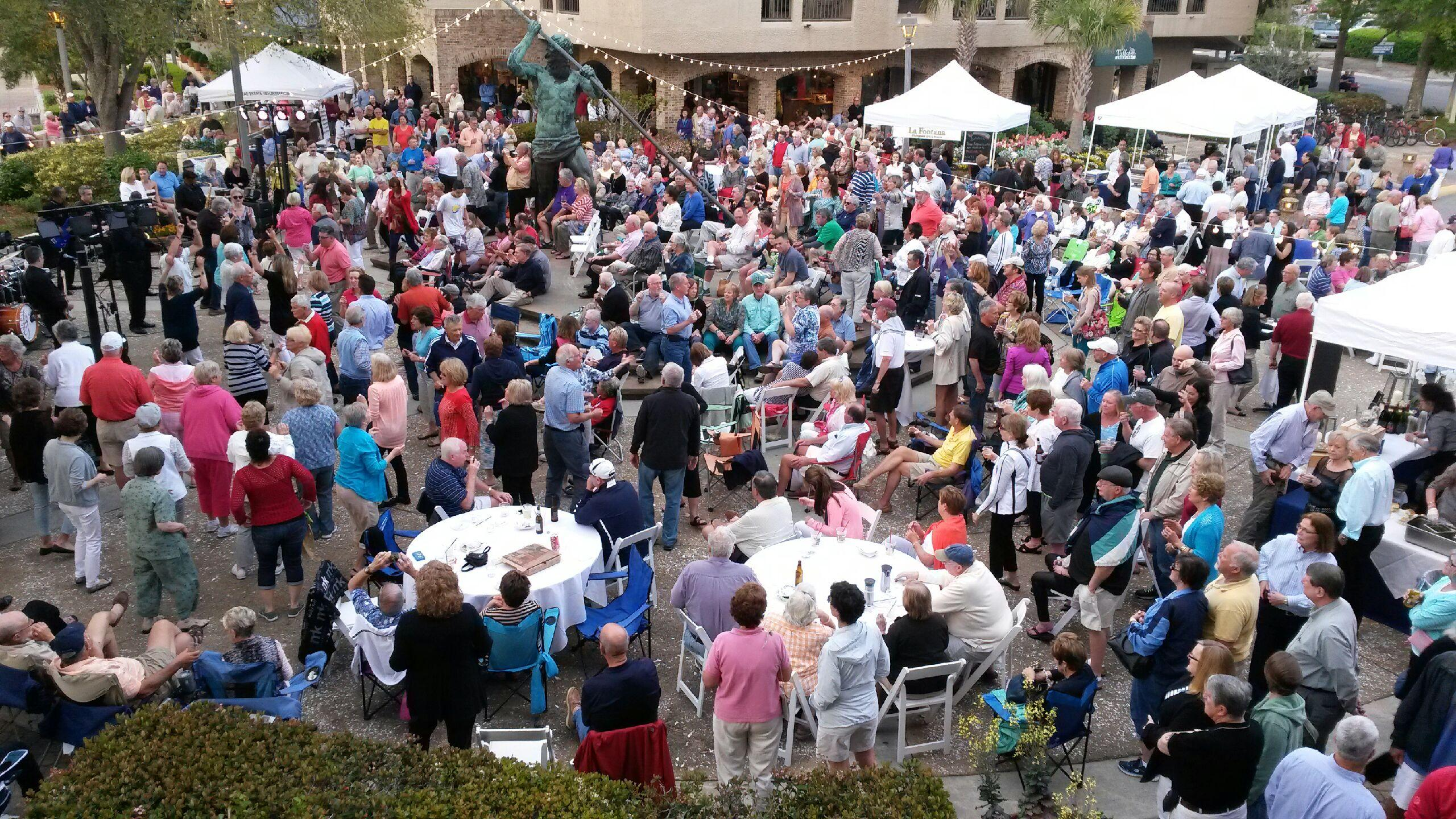 music & taste on the harbour at Shelter Cove crowd
