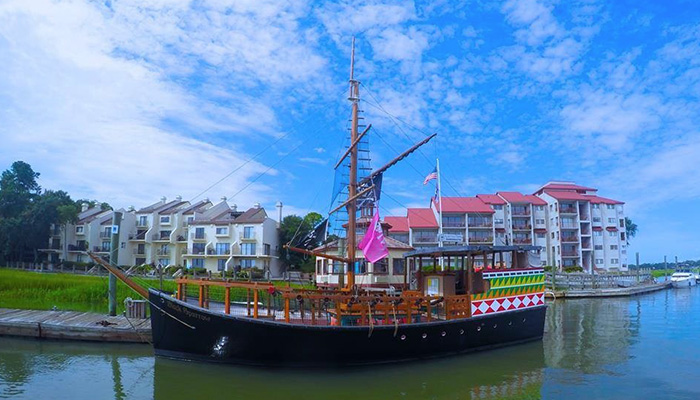 Pirates HHI Ship